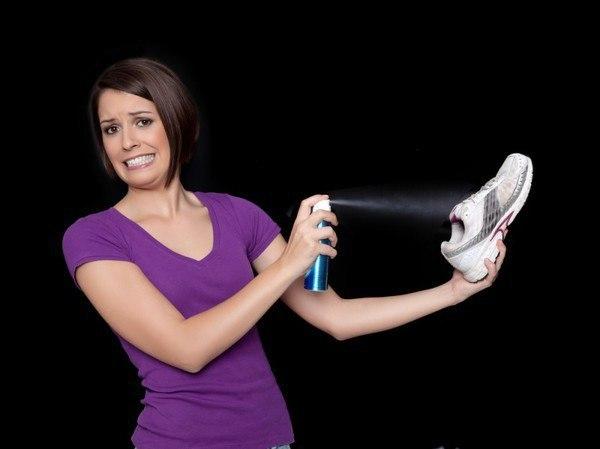 Как устранить запах из обуви?