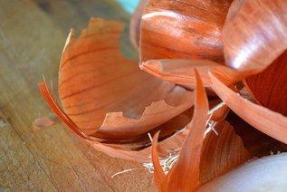 Семь причин никогда не выбрасывать луковую шелуху